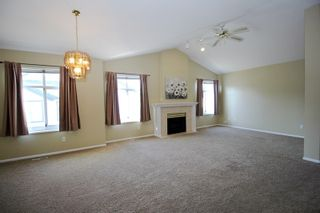 "Photo 2: 85 19649 53 Avenue in Langley: Langley City Townhouse for sale in ""Huntsfield Green"" : MLS®# R2399090"