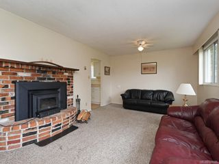 Photo 2: 2118 Bradford Ave in Sidney: Si Sidney North-East House for sale : MLS®# 844026