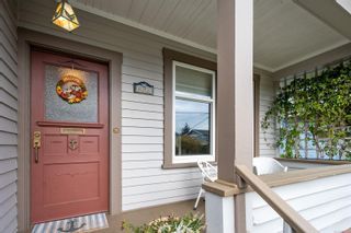 Photo 2: 1224 Chapman St in Victoria: Vi Fairfield West House for sale : MLS®# 859273