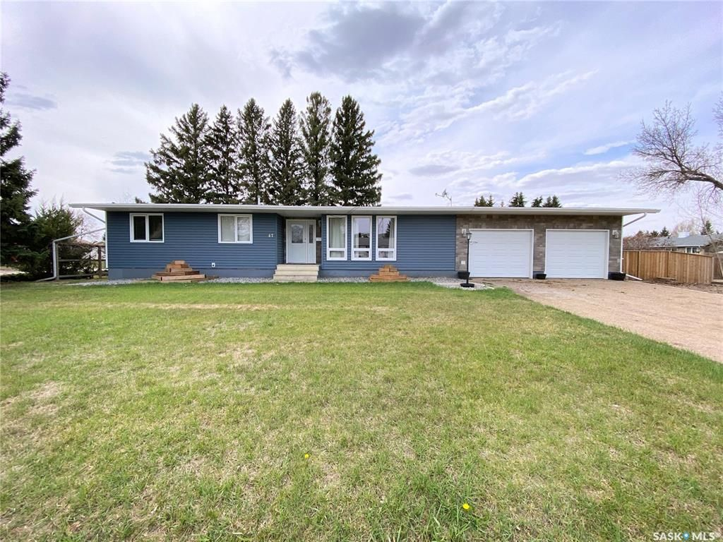 Main Photo: 47 Carter Crescent in Outlook: Residential for sale : MLS®# SK854357