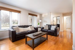 Photo 5: 235 Carriage Road in Winnipeg: Heritage Park Residential for sale (5H)  : MLS®# 202110278