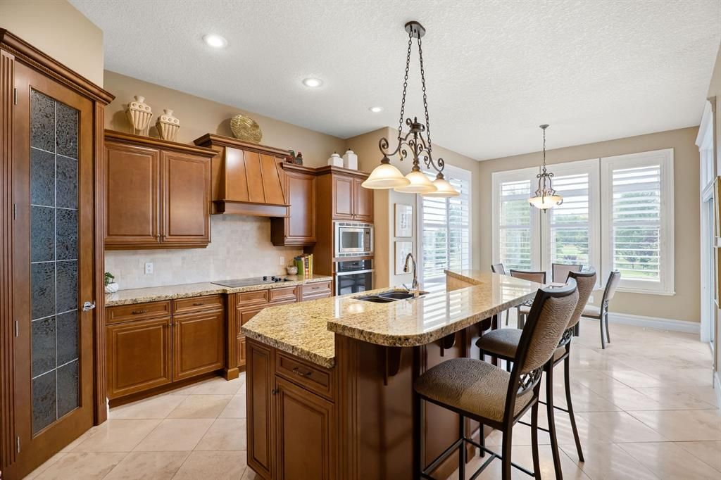 Photo 14: Photos: 15 Lynx Meadows Drive NW: Calgary Detached for sale : MLS®# A1139904