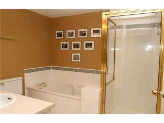 """Photo 7: 202 5518 14TH Avenue in Tsawwassen: Cliff Drive Condo for sale in """"WINDSOR WOODS"""" : MLS®# V964579"""