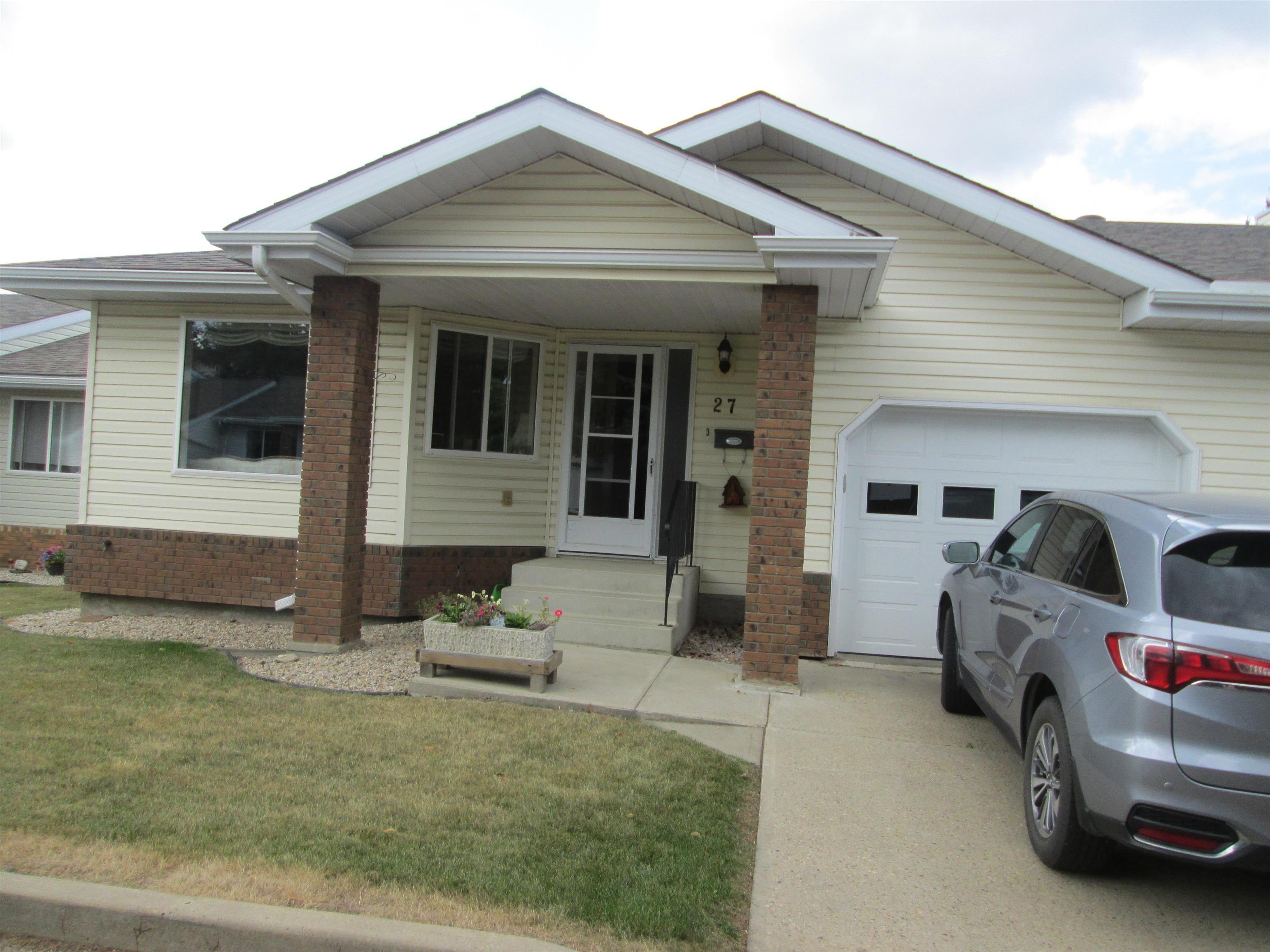 Main Photo: 27 903 109 Street in Edmonton: Zone 16 House Half Duplex for sale : MLS®# E4259189