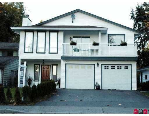 """Main Photo: 13769 MARINE Drive: White Rock House for sale in """"White Rock"""" (South Surrey White Rock)  : MLS®# F2623726"""