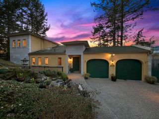 """Photo 2: 313 SKYLINE Drive in Gibsons: Gibsons & Area House for sale in """"THE BLUFF"""" (Sunshine Coast)  : MLS®# R2560064"""