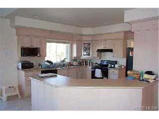 Photo 4: 3918 Ascot Dr in VICTORIA: SE Cedar Hill House for sale (Saanich East)  : MLS®# 268994