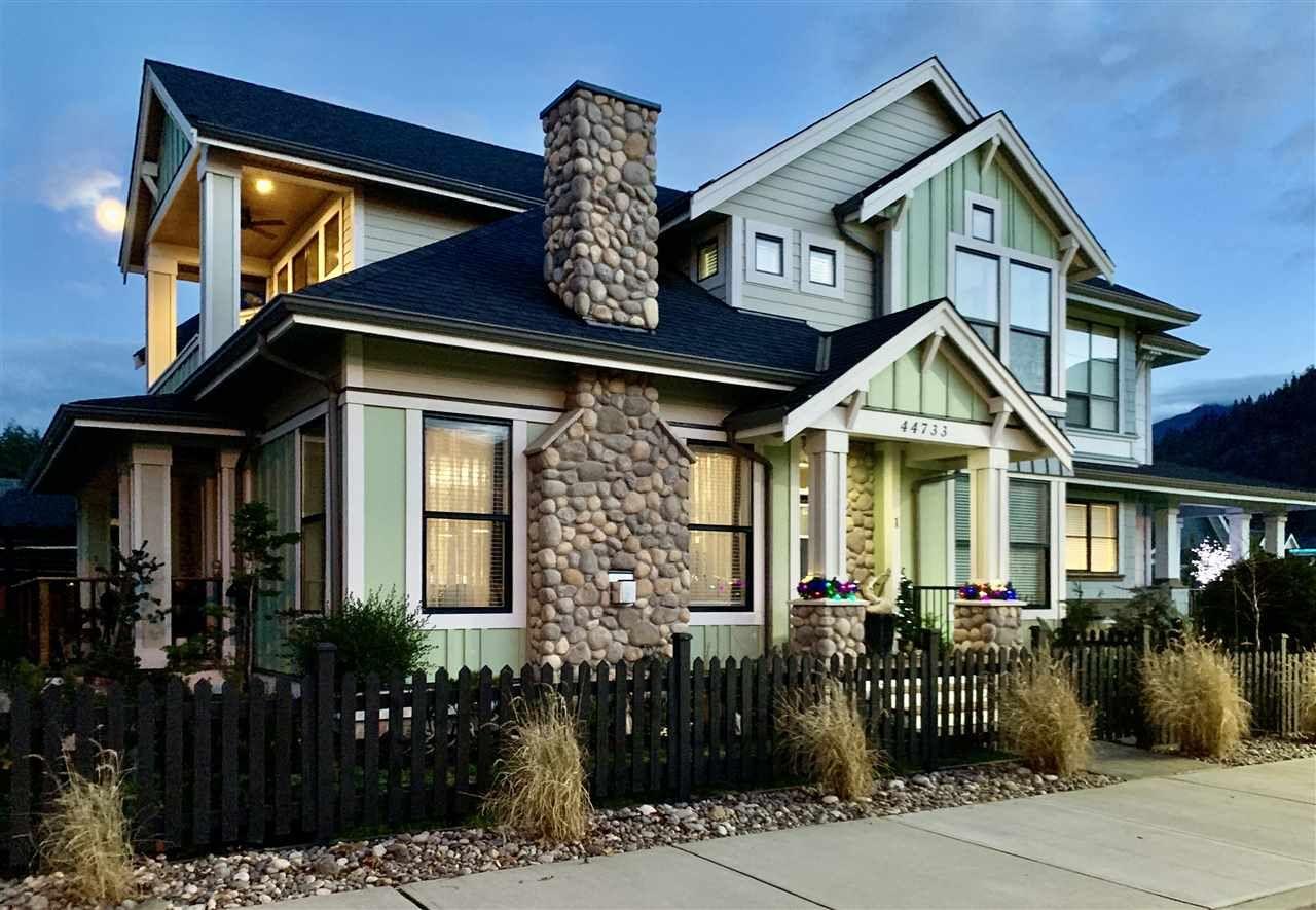 "Main Photo: A 44733 VANDELL Drive in Chilliwack: Vedder S Watson-Promontory 1/2 Duplex for sale in ""RIVERS EDGE"" (Sardis)  : MLS®# R2429547"