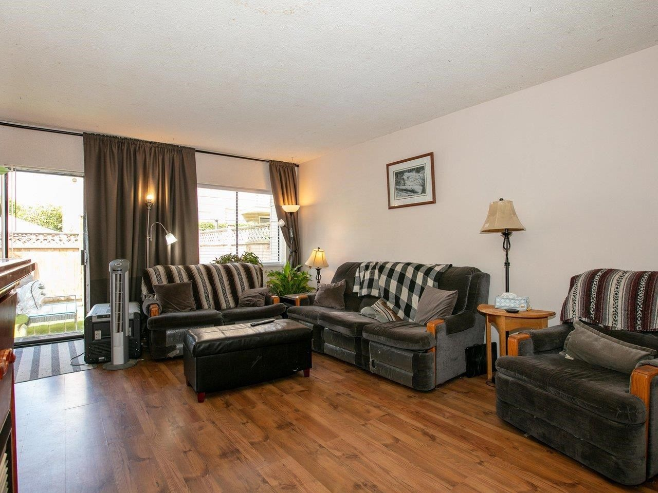 """Photo 3: Photos: 21 10585 153 Street in Surrey: Guildford Townhouse for sale in """"Guildford Mews"""" (North Surrey)  : MLS®# R2593242"""