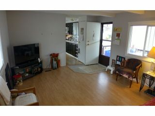 """Photo 3: 112 3300 HORN Street in Abbotsford: Central Abbotsford Manufactured Home for sale in """"Georgia Park"""" : MLS®# F1401893"""