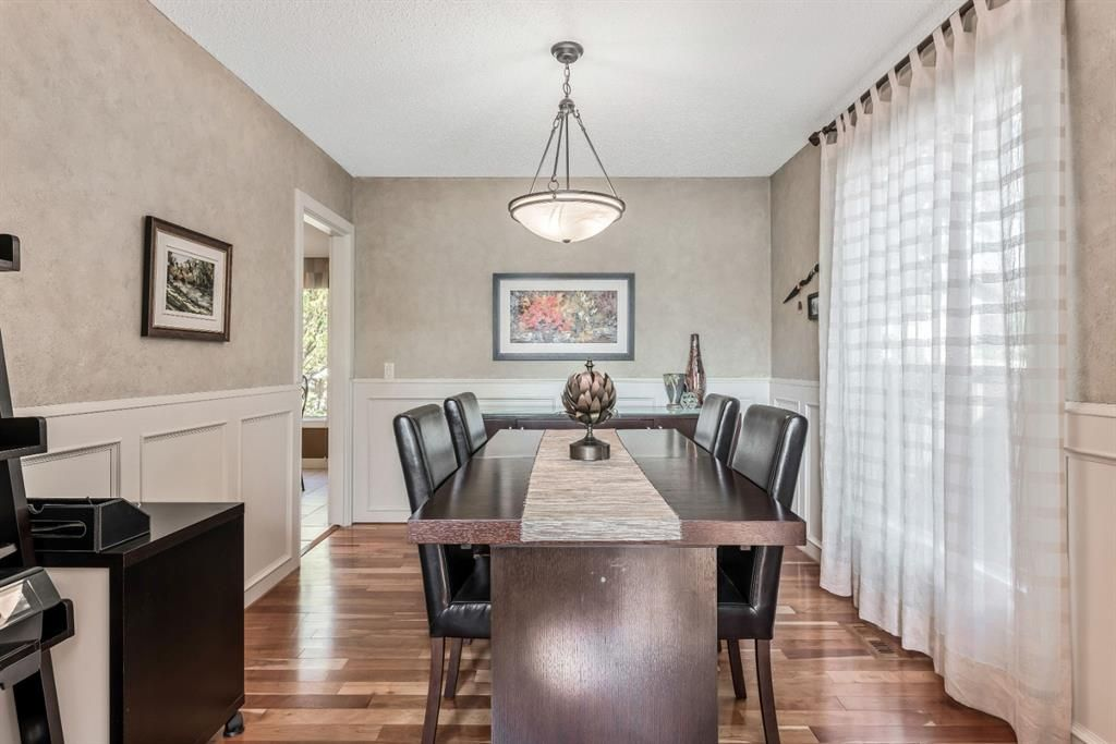 Photo 11: Photos: 84 WOODBROOK Close SW in Calgary: Woodbine Detached for sale : MLS®# A1037845