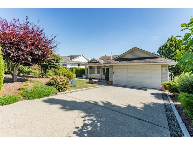 FEATURED LISTING: 2316 MOUNTAIN Drive Abbotsford