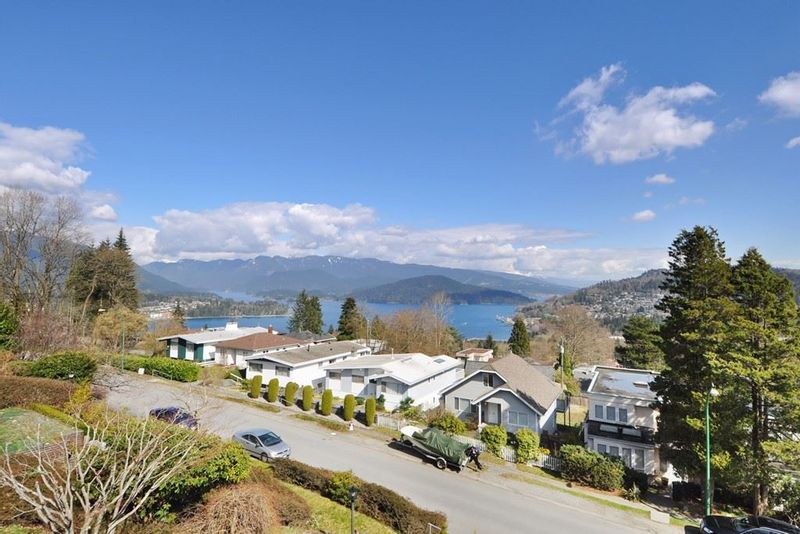 FEATURED LISTING: 115 HOLDOM Avenue North Burnaby