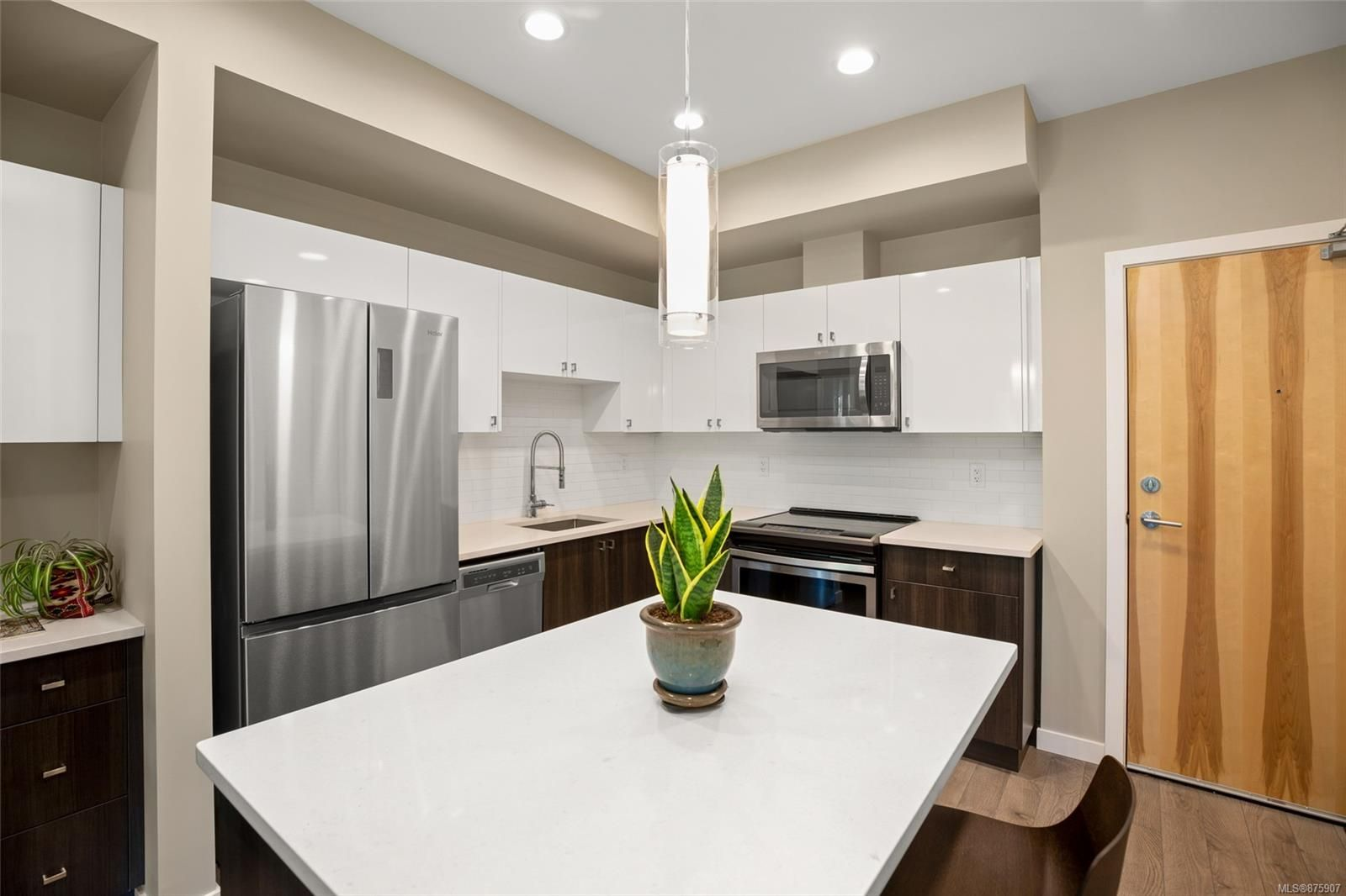 Main Photo: 302 767 Tyee Rd in : VW Victoria West Condo for sale (Victoria West)  : MLS®# 875907