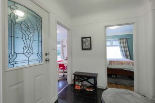 Photo 3: 1590 KINGS Avenue in West Vancouver: Ambleside House for sale : MLS®# R2531242