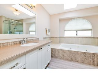 """Photo 15: 6139 W BOUNDARY Drive in Surrey: Panorama Ridge Townhouse for sale in """"LAKEWOOD GARDENS"""" : MLS®# R2452648"""