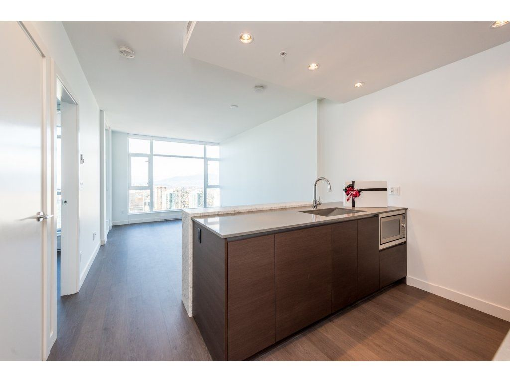 """Main Photo: 3207 4670 ASSEMBLY Way in Burnaby: Metrotown Condo for sale in """"Station Square"""" (Burnaby South)  : MLS®# R2320659"""