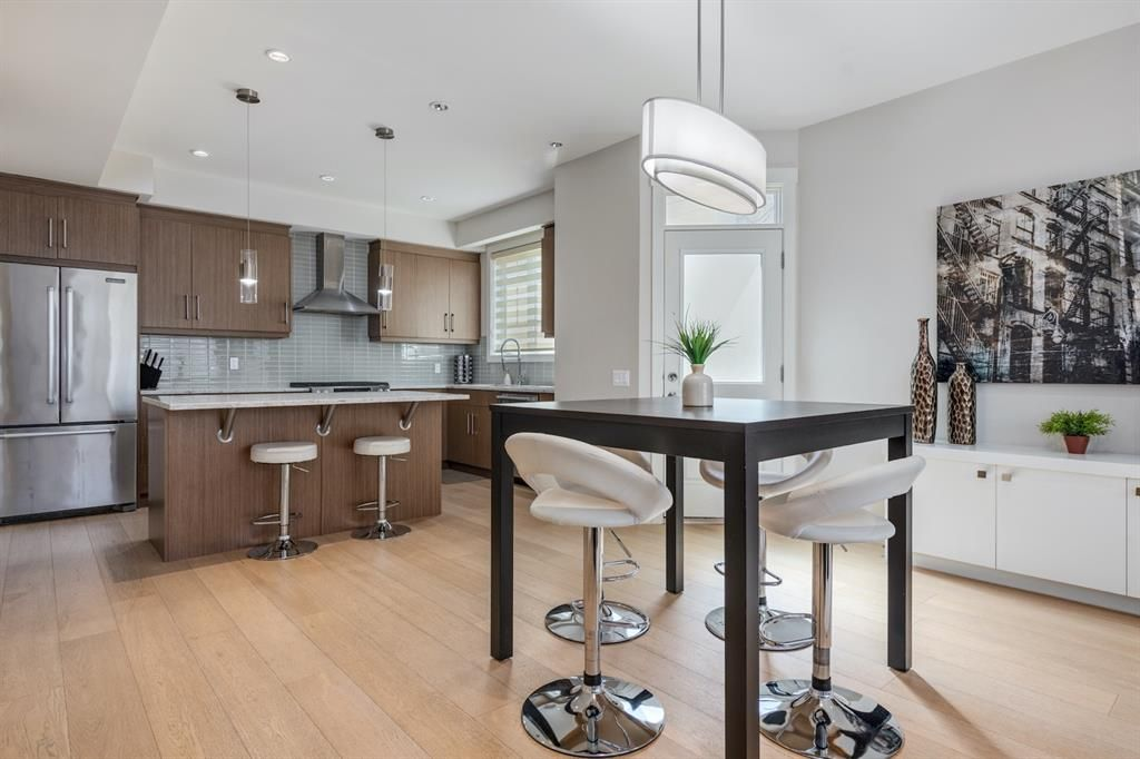 Main Photo: 2 924 3 Avenue NW in Calgary: Sunnyside Row/Townhouse for sale : MLS®# A1109840