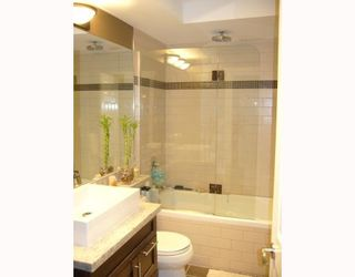 """Photo 18: 112 1424 WALNUT Street in Vancouver: Kitsilano Condo for sale in """"WALNUT PLACE"""" (Vancouver West)  : MLS®# V707285"""