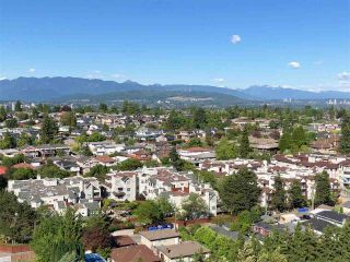 """Photo 2: 2010 3663 CROWLEY Drive in Vancouver: Collingwood VE Condo for sale in """"Latitude"""" (Vancouver East)  : MLS®# R2281441"""