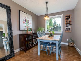 Photo 7: 2012 CROCUS Road NW in Calgary: Charleswood Detached for sale : MLS®# C4253746