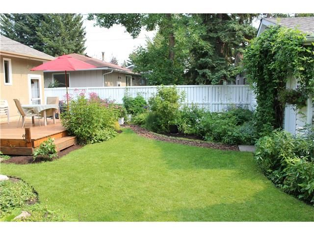 Photo 5: Photos: 3235 BEARSPAW Drive NW in Calgary: Brentwood House for sale : MLS®# C4053650