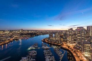 """Photo 28: 1908 1033 MARINASIDE Crescent in Vancouver: Yaletown Condo for sale in """"QUAYWEST"""" (Vancouver West)  : MLS®# R2467788"""