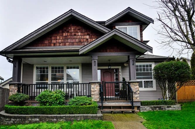 Main Photo: 16425 59A Avenue in Surrey: Cloverdale BC House for sale (Cloverdale)  : MLS®# R2035075