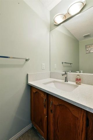 Photo 12: 10 Martha's Meadow Bay NE in Calgary: Martindale Detached for sale : MLS®# A1124430