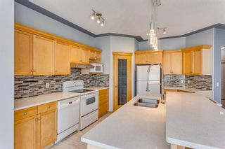 Photo 10: 132 Cresthaven Place SW in Calgary: Crestmont Detached for sale : MLS®# A1121487
