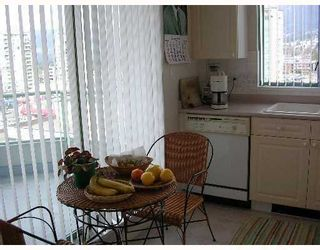 """Photo 5: 140 E 14TH Street in North Vancouver: Central Lonsdale Condo for sale in """"SPRINGHILL PLACE"""" : MLS®# V635846"""