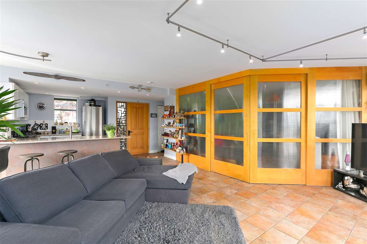 """Photo 9: Photos: 301 1630 W 1ST Avenue in Vancouver: False Creek Condo for sale in """"THE GALLERIA"""" (Vancouver West)  : MLS®# R2383041"""