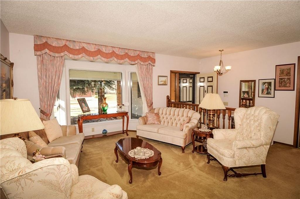 Photo 8: Photos: 52 BERKSHIRE Road NW in Calgary: Beddington Heights House for sale : MLS®# C4105449