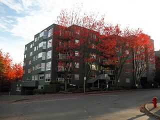 """Photo 4: 404 1510 W 1ST Avenue in Vancouver: False Creek Condo for sale in """"MARINERS POINT"""" (Vancouver West)  : MLS®# V919317"""