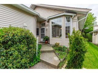 """Photo 5: 98 9012 WALNUT GROVE Drive in Langley: Walnut Grove Townhouse for sale in """"Queen Anne Green"""" : MLS®# R2456444"""