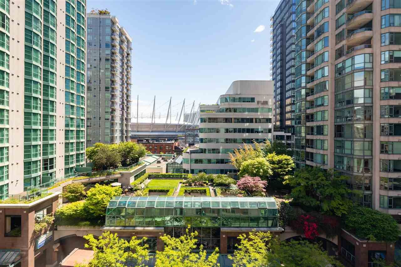"""Photo 2: Photos: 901 867 HAMILTON Street in Vancouver: Downtown VW Condo for sale in """"Jardine's Lookout"""" (Vancouver West)  : MLS®# R2588000"""