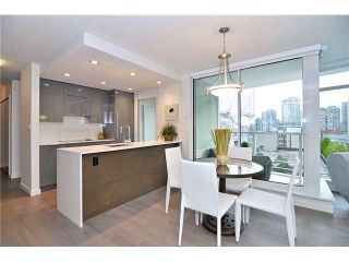"""Photo 3: 2308 161 W GEORGIA Street in Vancouver: Downtown VW Condo for sale in """"Cosmo"""" (Vancouver West)  : MLS®# R2032266"""