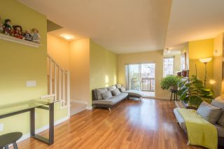 """Photo 2: 113 2000 PANORAMA Drive in Port Moody: Heritage Woods PM Townhouse for sale in """"MOUNTAINS EDGE"""" : MLS®# R2261425"""