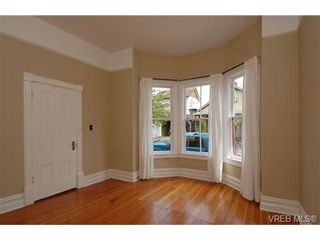 Photo 2: 120 St. Lawrence St in VICTORIA: Vi James Bay House for sale (Victoria)  : MLS®# 693945