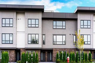 Photo 2: 2 19670 55A Avenue in Langley: Langley City Townhouse for sale : MLS®# R2409382