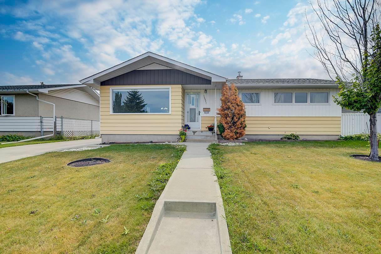 Main Photo: 15921 95 Avenue in Edmonton: Zone 22 House for sale : MLS®# E4259212
