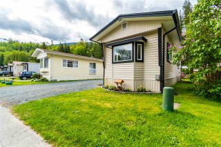 """Photo 2: 28 3942 COLUMBIA VALLEY Road: Cultus Lake Manufactured Home for sale in """"Cultus Lake Village"""" : MLS®# R2589511"""