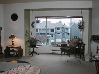 """Photo 6: 4 822 GIBSONS WAY Way in Gibsons: Gibsons & Area Townhouse for sale in """"The Manse"""" (Sunshine Coast)  : MLS®# R2021310"""