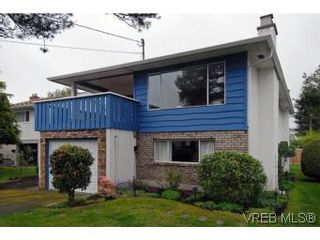 Photo 2: 1615 Hawthorne St in VICTORIA: SE Gordon Head House for sale (Saanich East)  : MLS®# 535961