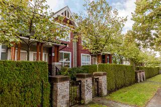 """Photo 2: 3262 E 54TH Avenue in Vancouver: Champlain Heights Townhouse for sale in """"BRITTANY AT CHAMPLAIN"""" (Vancouver East)  : MLS®# R2408336"""
