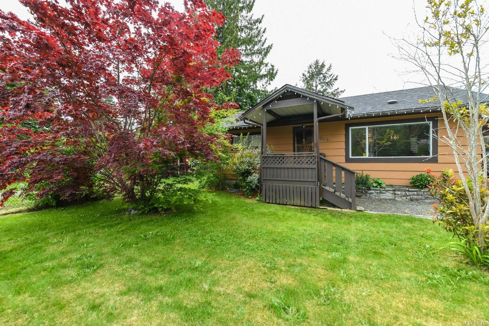 Main Photo: 2045 Willemar Ave in : CV Courtenay City House for sale (Comox Valley)  : MLS®# 876370