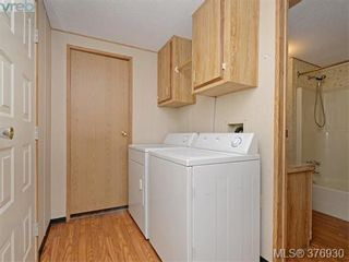 Photo 16: 61 1555 Middle Rd in VICTORIA: VR Glentana Manufactured Home for sale (View Royal)  : MLS®# 756727