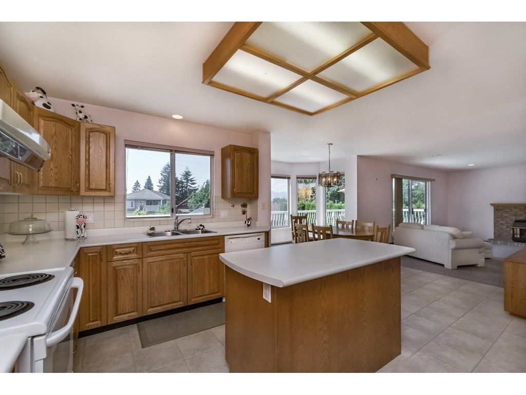 Photo 8: Photos: 7135 4TH Street in Burnaby: Burnaby Lake House for sale (Burnaby South)  : MLS®# R2184143
