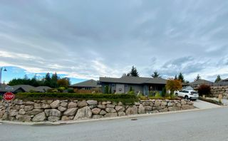 """Photo 1: 6262 APOLLO Road in Sechelt: Sechelt District House for sale in """"Tyler Heights"""" (Sunshine Coast)  : MLS®# R2623830"""