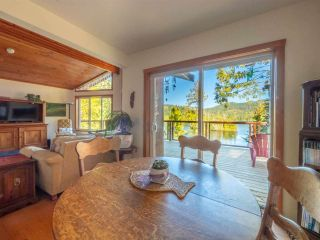 """Photo 3: 13702 CAMP BURLEY Road in Garden Bay: Pender Harbour Egmont House for sale in """"Mixal Lake"""" (Sunshine Coast)  : MLS®# R2485235"""